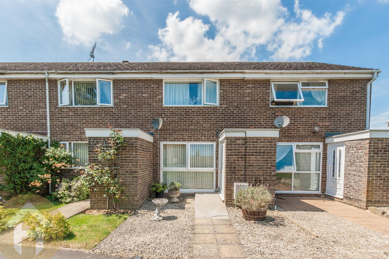 2 Bedrooms Terraced House for sale in Briars Close, Royal Wootton Bassett, Swindon